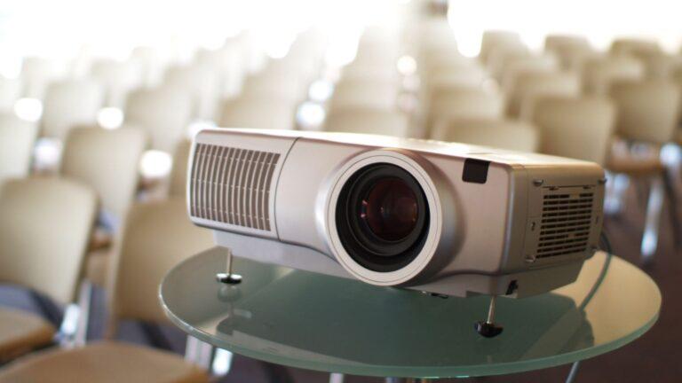 Top 13 Best Projectors under 500 dollars in 2021