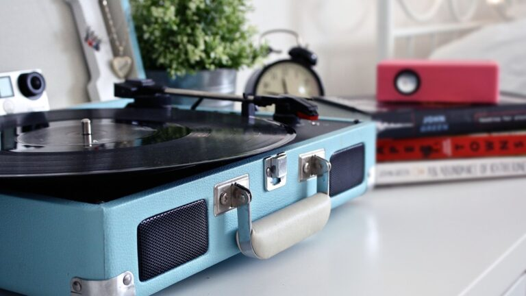 Top 13 best record players under 100 in 2021