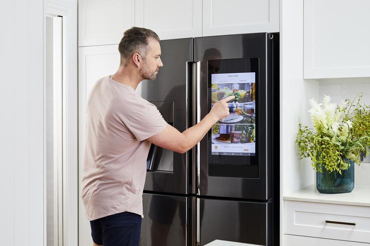 SAMSUNG FAMILY HUB 2.0 - best smart fridges in usa