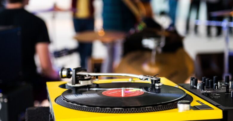 Top 13 best record players in 2021 1