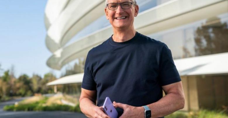 Tim Cook, Apple's CEO, receives a $750 million bonus 1