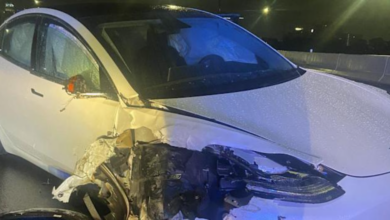 In Florida, a Tesla on autopilot collides with a parked police vehicle 7