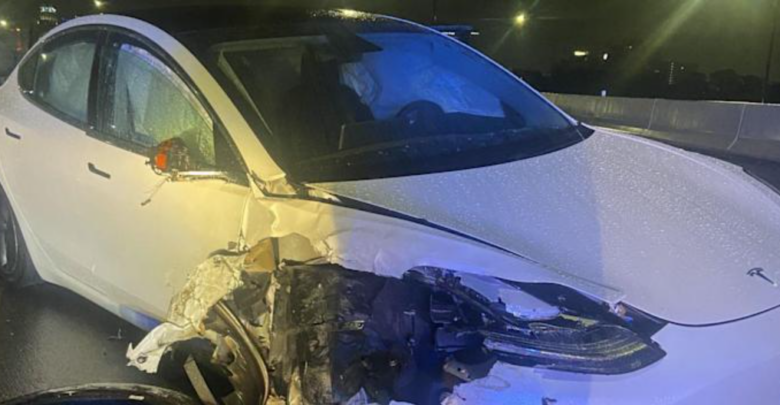 In Florida, a Tesla on autopilot collides with a parked police vehicle 1