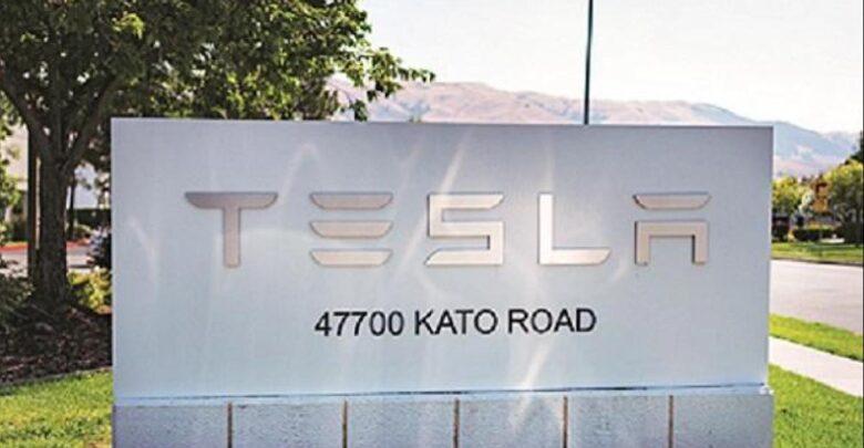Tesla has begun recruiting talented roboticists to build a humanoid robot 1